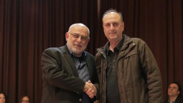 ΣΙΑΦΑΚΑΣ ΑΘΑΝΑΣΙΟΣΓεννήθηκε το 1959 στο Γραμματικό Καρδίτσας. Το 1983 εισήλθε στο σώμα της Ελληνικής Αστυνομίας. υπηρετώντας σε διάφορες υπηρεσίες της Αττικής μεταξύ των οποίων στη Βουλή των Ελλήνων και στο Μέγαρο Μάξιμου.Αποστρατεύτηκε το 2011. Είναι παντρεμένος με την Ευγενία Βάντζου και έχουν ένα γιο τον Λάμπρο, οινολόγο.Στις επικείμενες δημοτικές εκλογές αποφάσισε να στηρίξει την υποψηφιότητα του Θοδωρή Σπηλιόπουλου διότι πιστεύει ότι έχει τις γνώσεις αλλά και τη θέληση να ανταποκριθεί επαρκώς στα καθήκοντα του Δήμαρχου, για το καλό των κάτοικων της πόλης μας.